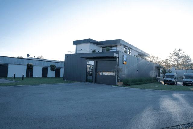 Außenansicht Firmengebäude UFSK-International OSYS in Regensburg