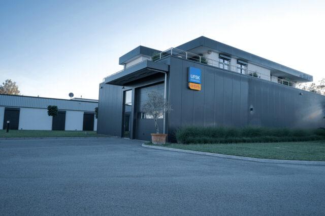 Außenansicht Firmengebäude UFSK-OSYS in Regensburg